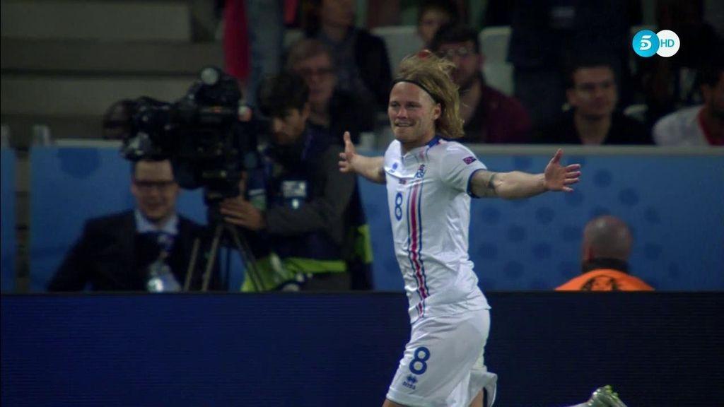 Islandia se estrena en una Euro: ¡Bjarnason empalma una volea en el área pequeña!