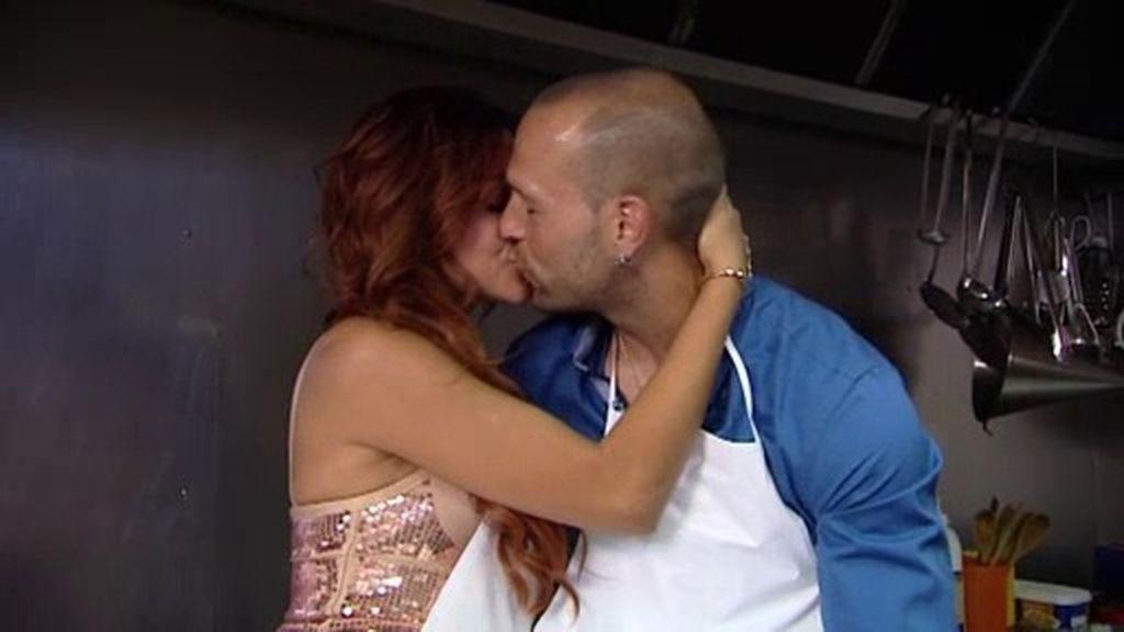 Rym da rienda suelta a sus sentimientos con Diego en la cocina