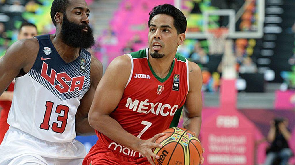 ¡Triplazo de Jorge Gutiérrez al límite de la posesión y tras dejar atrás a Curry!