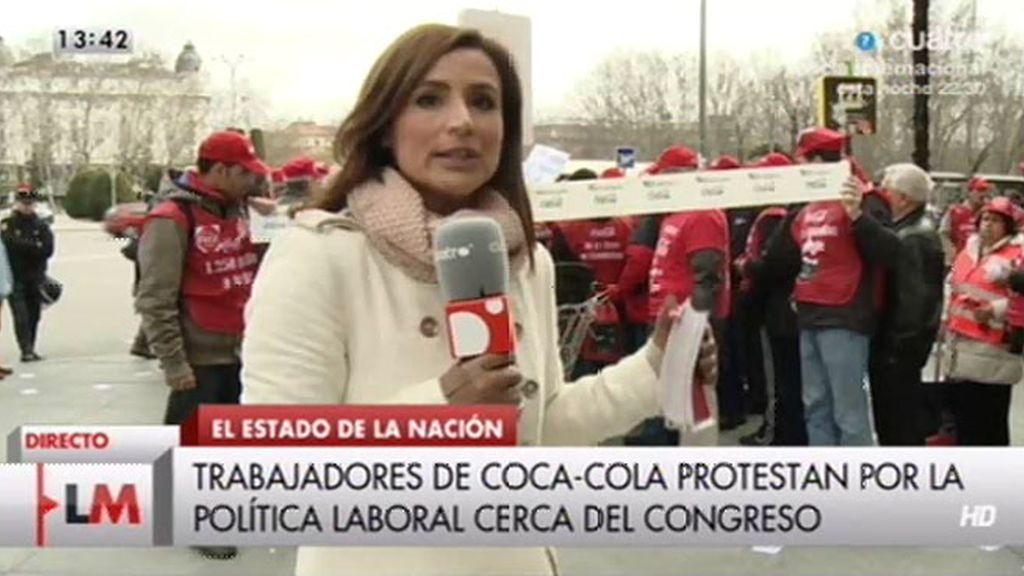 Trabajadores de Coca - Cola se concentran a las puertas del Congreso