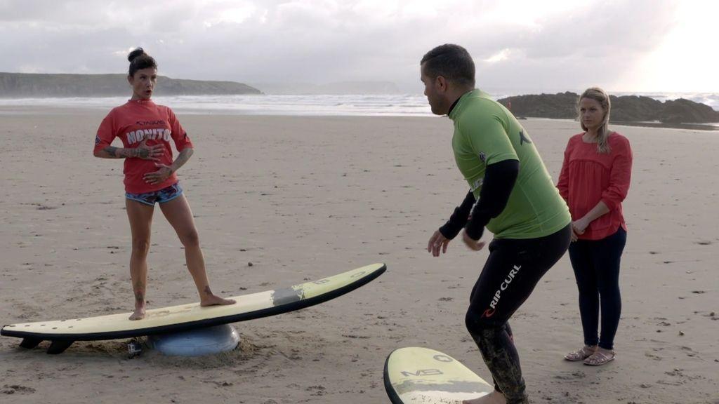 Surf contra la depresión, en el programa de 'Mejor llama a Pilar'