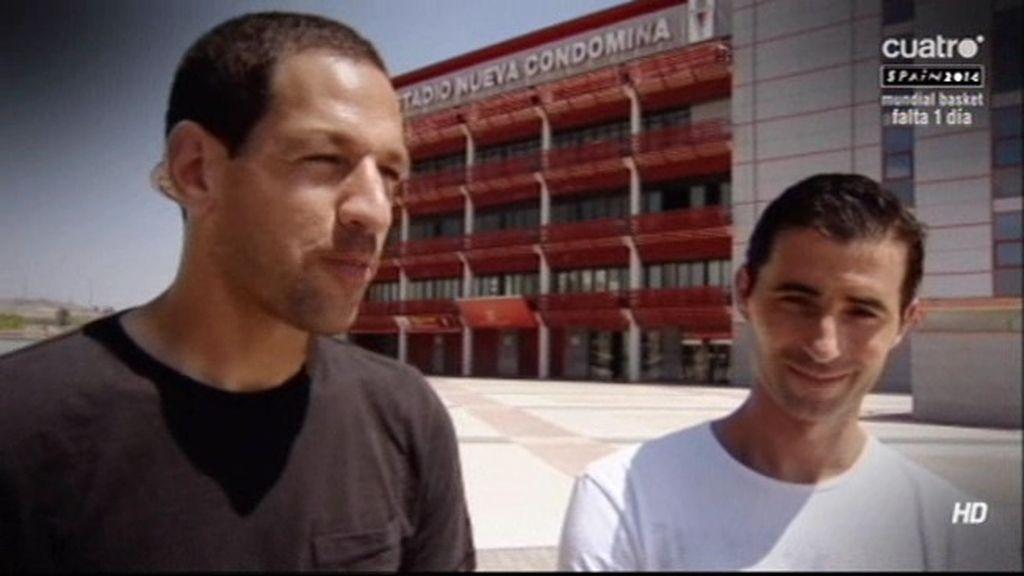 Miguel Albiol y Acciari, capitanes del Murcia, muestran las consecuencias del descenso