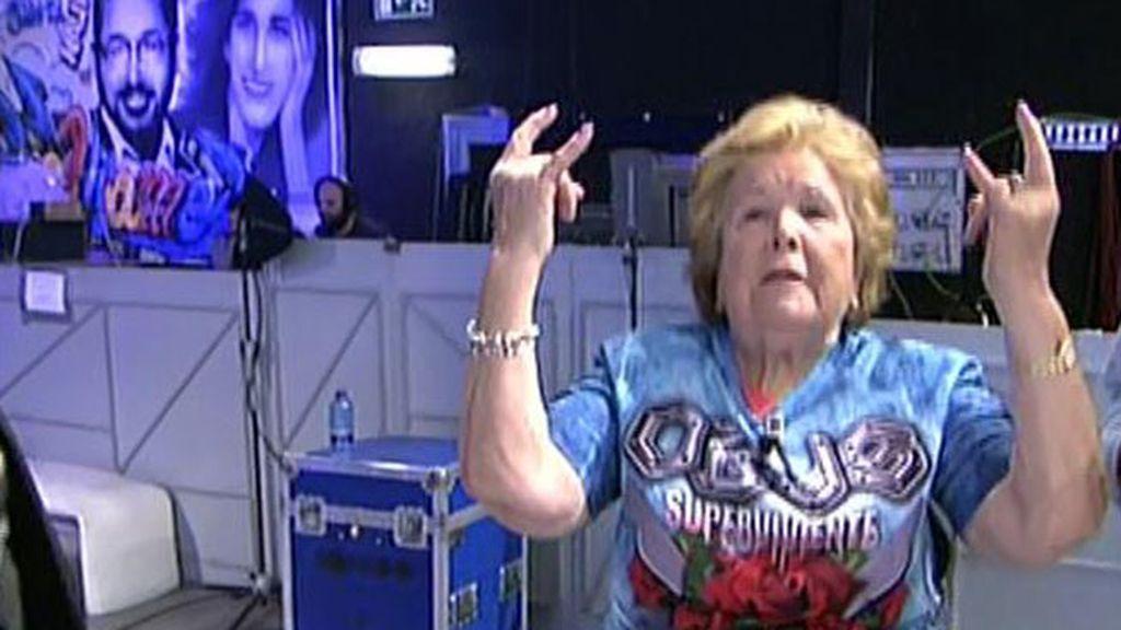 María, madre de Fortu entra triunfalmente en plató cantando