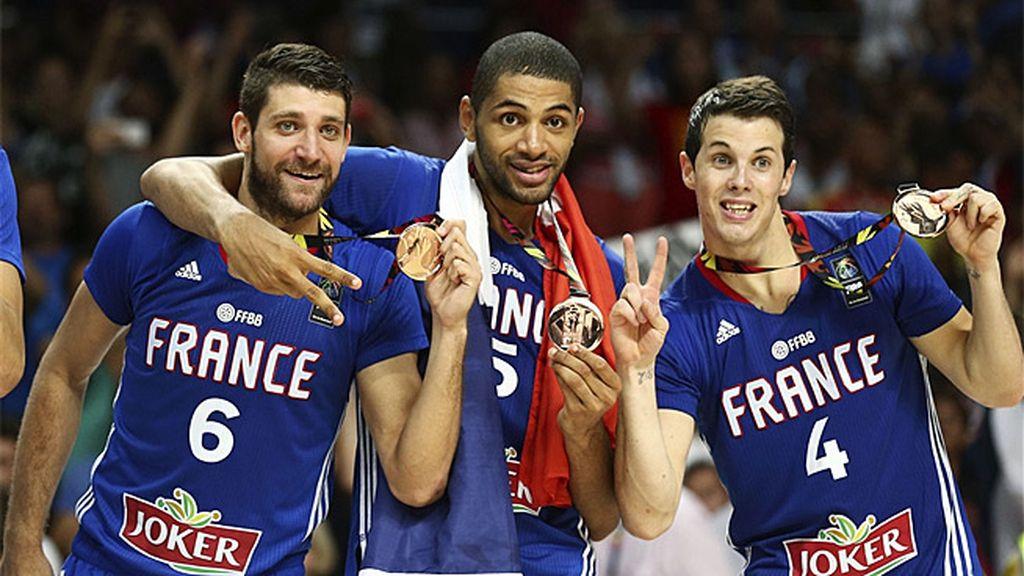 Así celebró Francia el bronce ante Lituania tras el carrusel de tiros libres al final