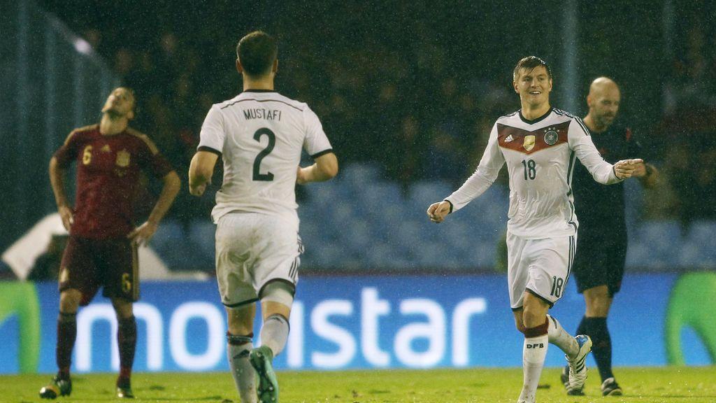 Kroos, la lluvia y el campo le juegan a Kiko Casilla una mala pasada (0-1)
