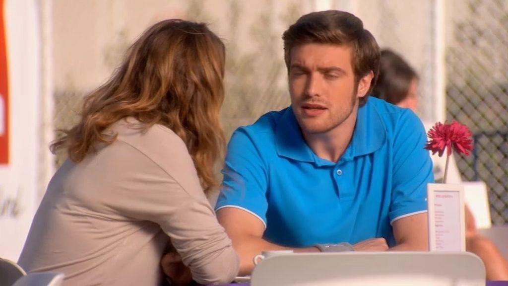Lucía le esconde a Toño que se ha besado con su padre
