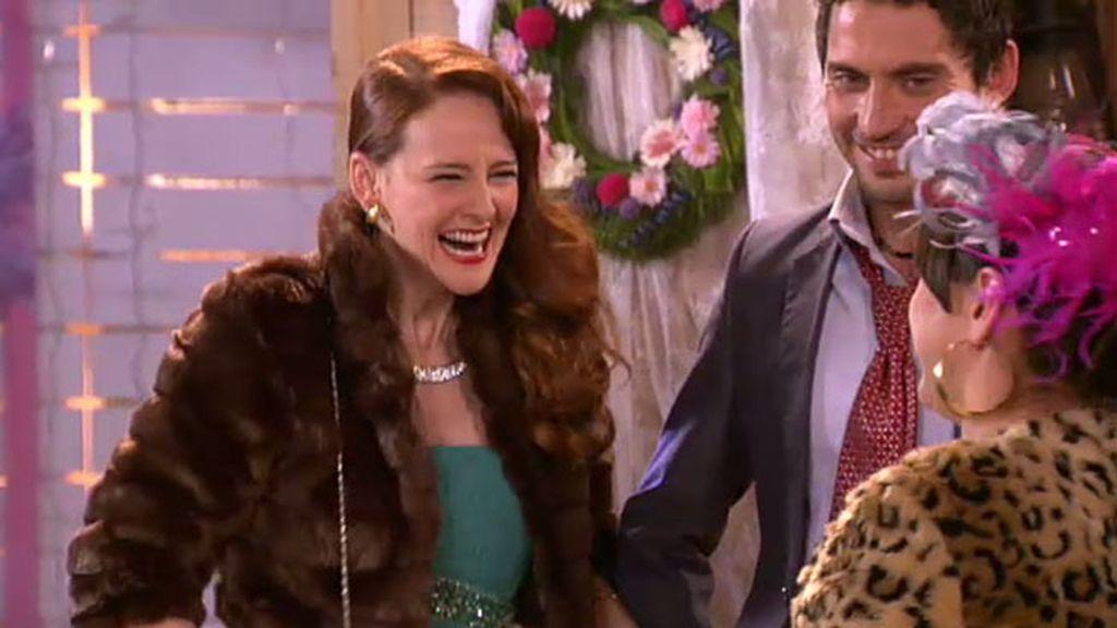 Lorena vuelve de Miami para asistir a la boda de su hermana Soraya