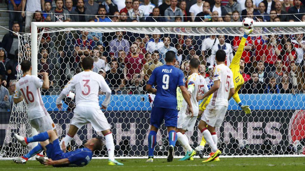 ¡Otra vez De Gea! Menuda mano para salvar a España de recibir el segundo