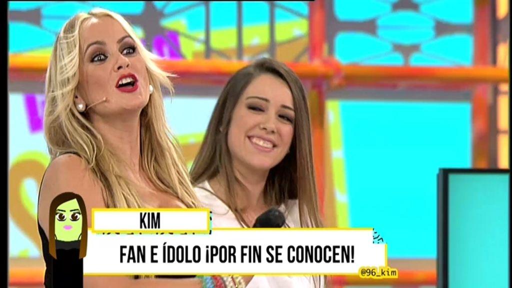 La Húngara canta 'A mi Laura' y 'Te como la cara' a Kim y su cibernovia