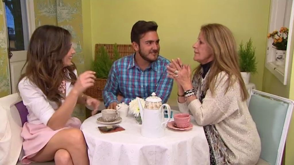 'La tita Nina' de Borja lee el futuro de la pareja