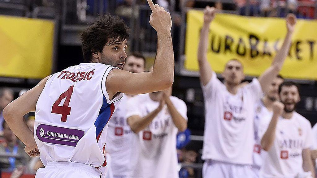 ¡Teodosic finaliza su lección de baloncesto con un triple y la puntilla de Italia!