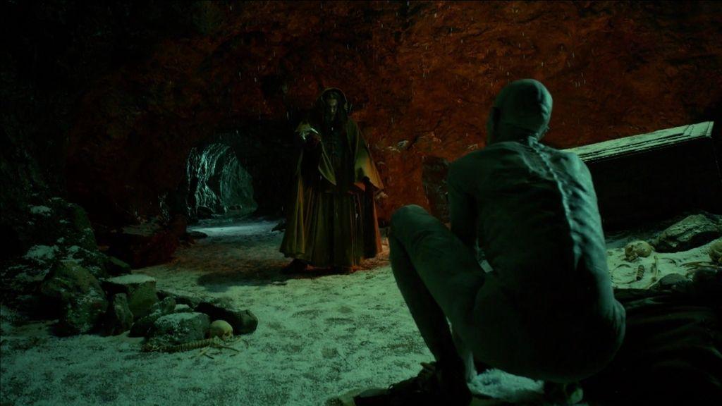 Jusef entra en la cueva del bosque donde vive la extraña criatura