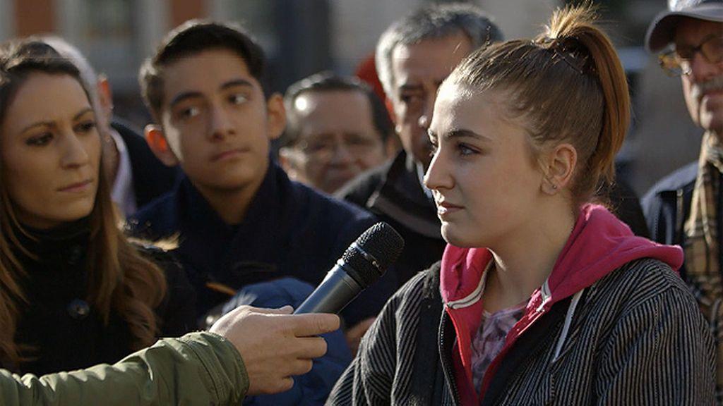 Jesús Cintora entrevista a pie de calle a los ciudadanos sobre el trabajo y el paro