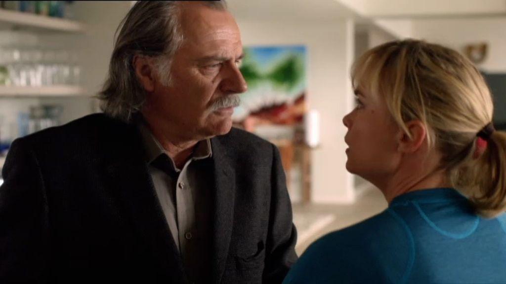 Marta tiene una fuerte discusión con su padre tras confesarle que Ewan era un soplón