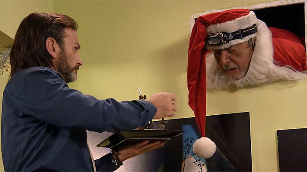 ¡Feliz Navidad!: Vicente, de hombre cojín a Papa Noel 🎅 atascado en una tubería