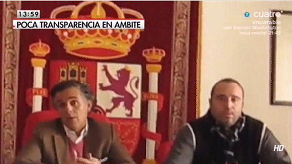 El alcalde a Ambite (Madrid) multa a un vecino por grabar los plenos