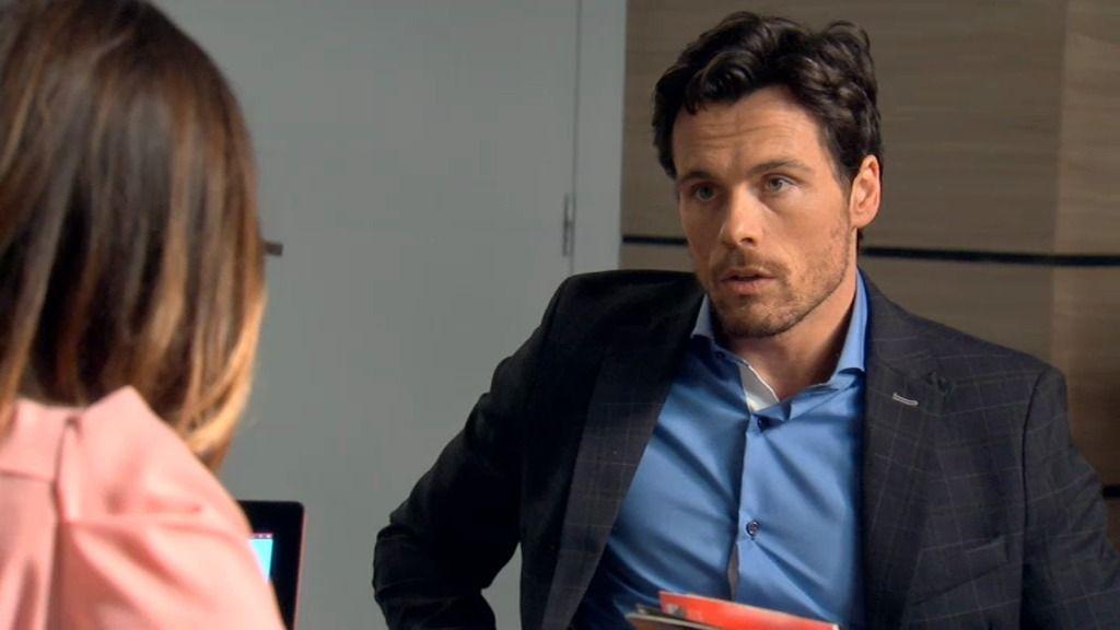 Carlos sigue chantajeando a Natalia