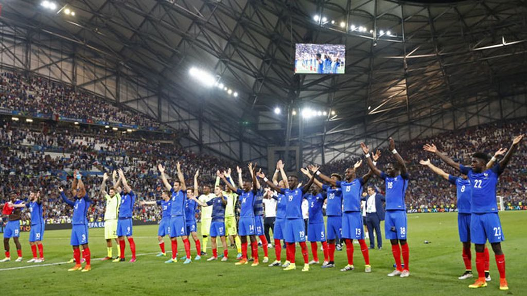 Francia celebró 'a la islandesa' la victoria y su pase a la final de la Eurocopa
