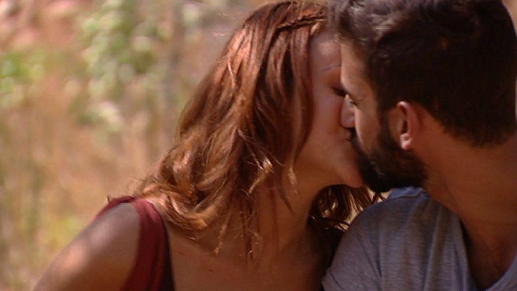 """Rym besa a David: """"He estado a punto de besarle a lo Rym, pero dije, tranquilita"""""""
