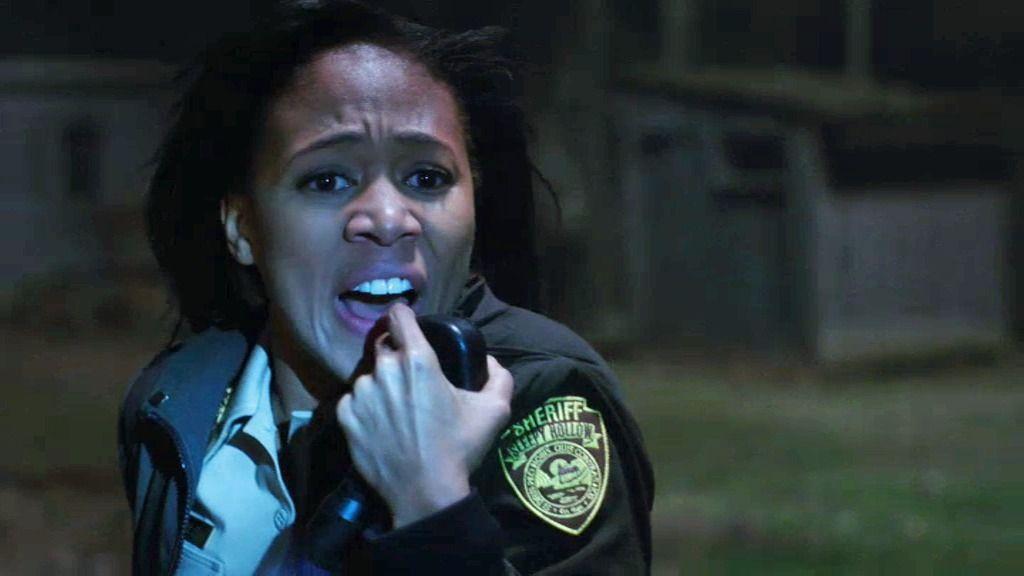 La agente Abby Mills presencia el asesinato del sheriff de Sleepy Hollow