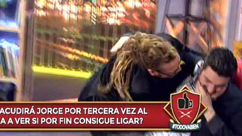 Xavi Rodríguez le hace la cobra a Torito