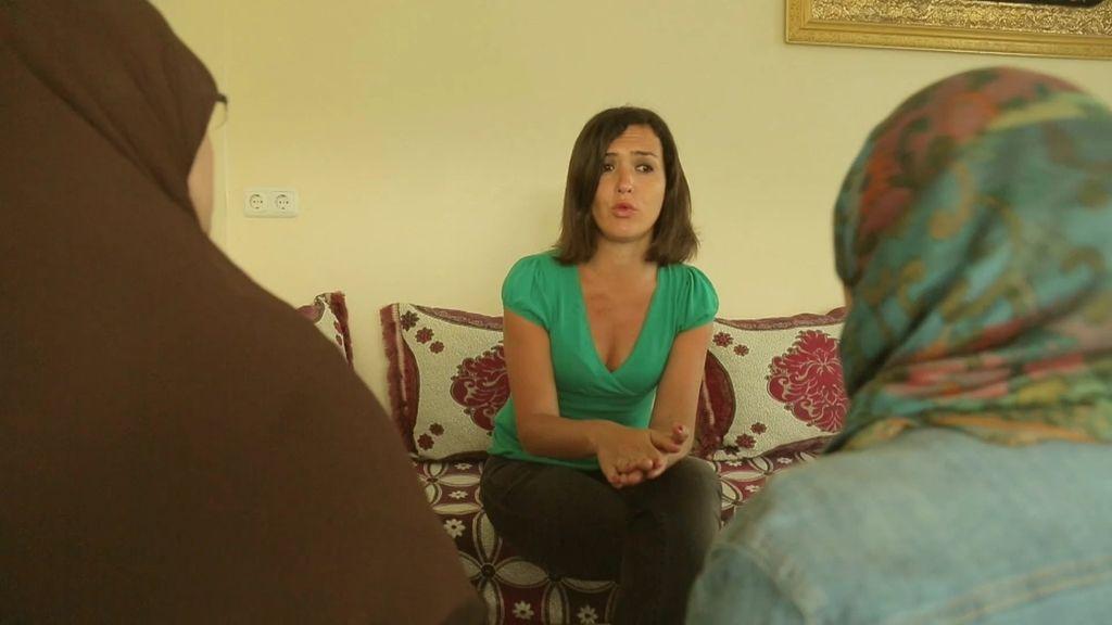 Alejandra habla con la familia de Hamido, el único preso español en Guantánamo