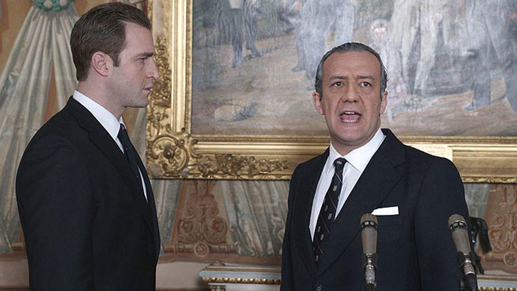 Juan Carlos intenta reconciliarse con su padre, en el desenlace de 'El Rey'