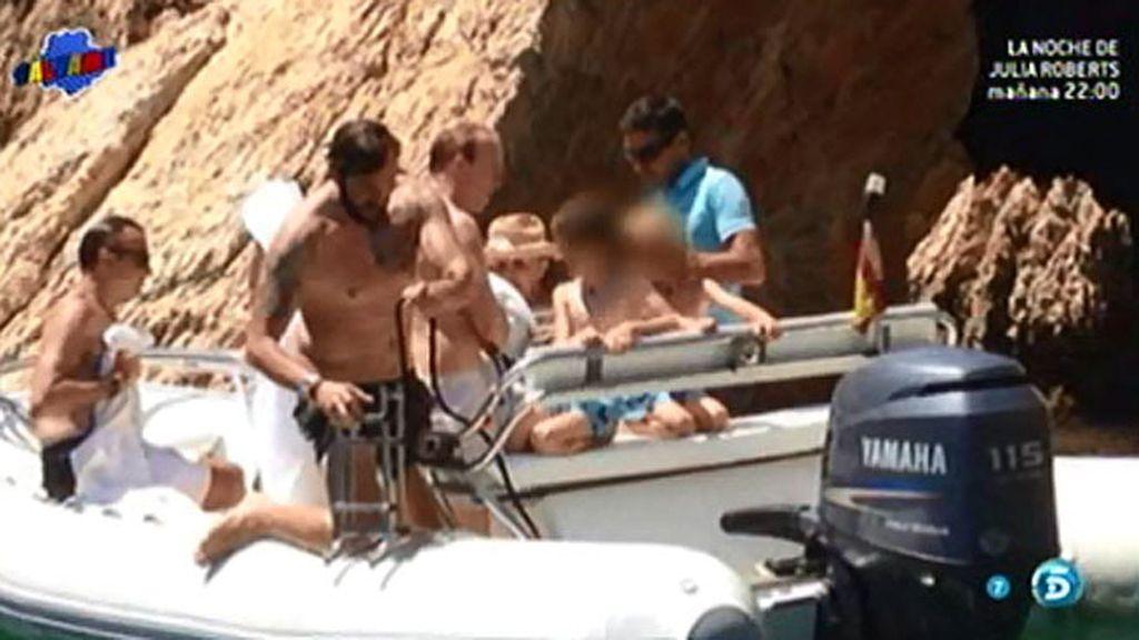 Borja y Blanca Cuesta, de vacaciones en el mar con la Baronesa Thyssen