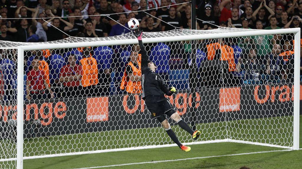 Le tocó el turno a Courtois: paradón para salvar el empate de Hungría