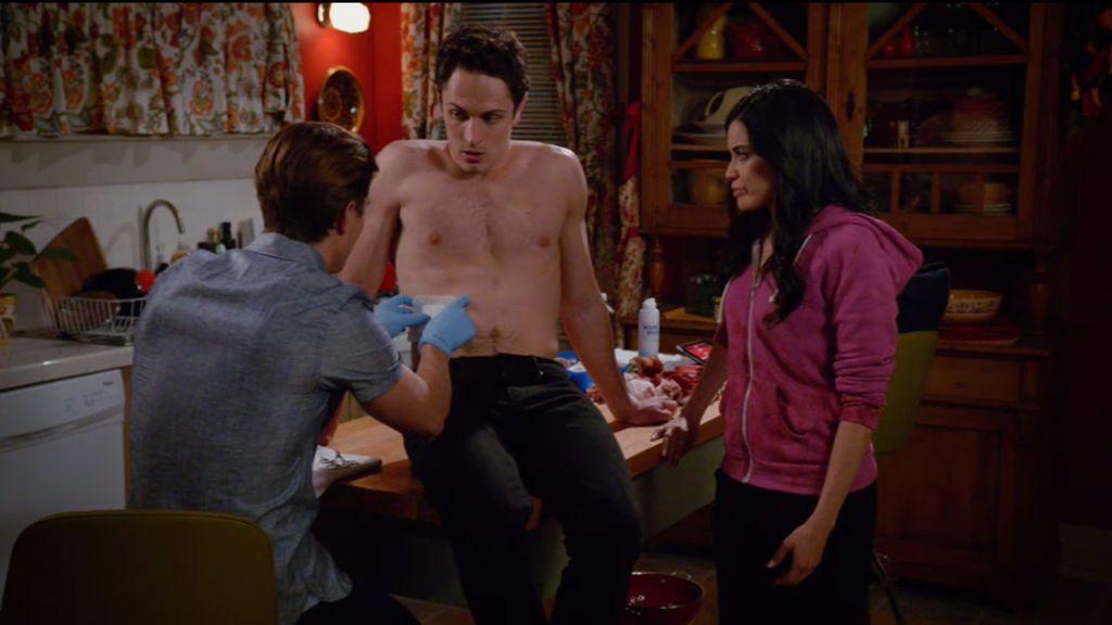 Remi ayuda a Ethan por Valentina