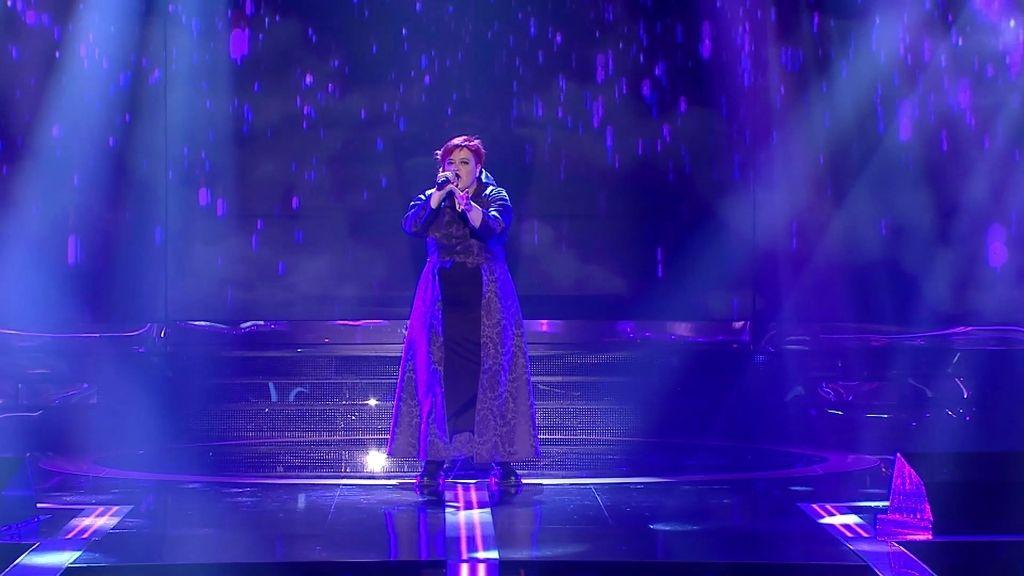 ¡Actuación inédita! Maika se pone en la piel de Prince y su mítico 'Purple rain'