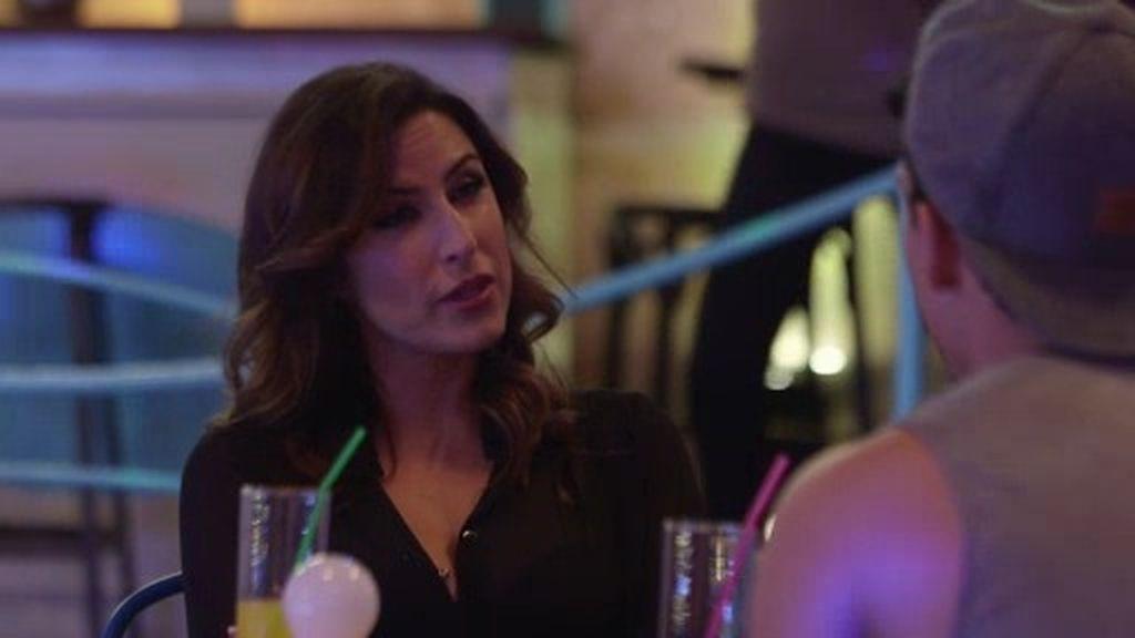 La productora Araceli conoce a André... ¡y le ofrece una importante oferta musical!