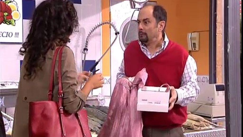 ¡Antonio se vuelve 'loco' vendiendo cosas de segunda mano por internet!