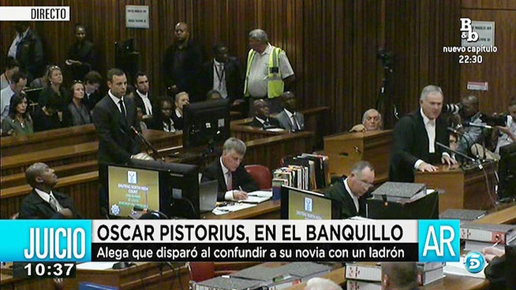 Oscar Pistorius se sienta en el banquillo por el asesinato de su novia
