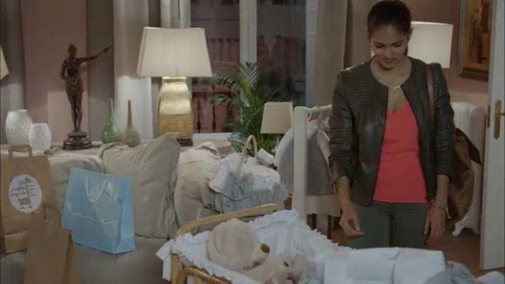 Los caros regalos de Tita, ¿serán suficientes para conseguir el perdón de Caye?