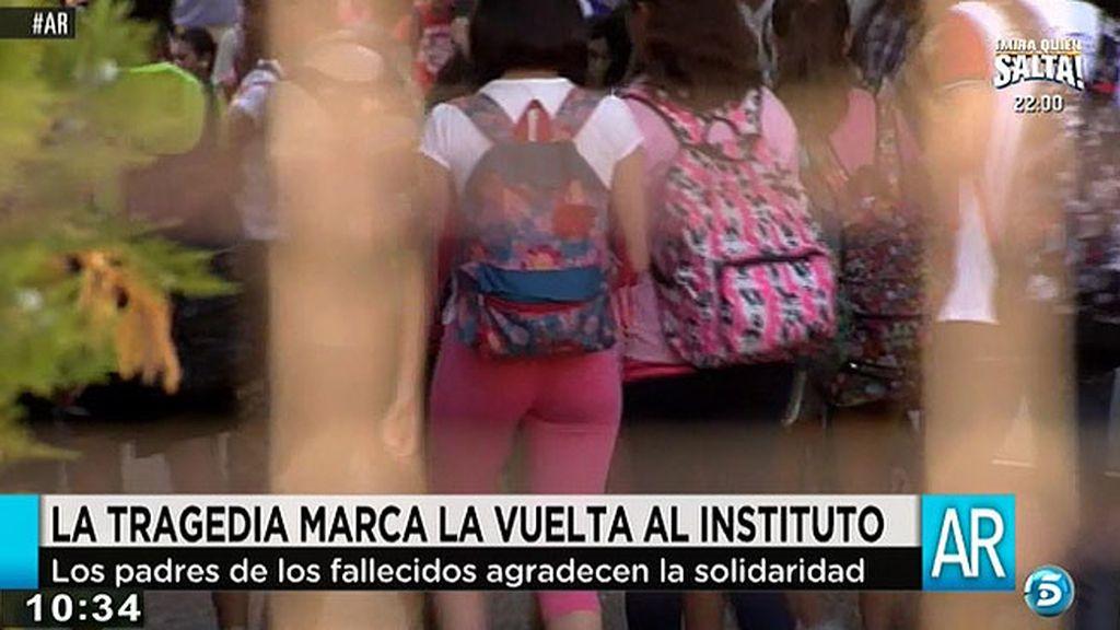 La tragedia marca la vuelta al instituto de los compañeros de los menores fallecidos