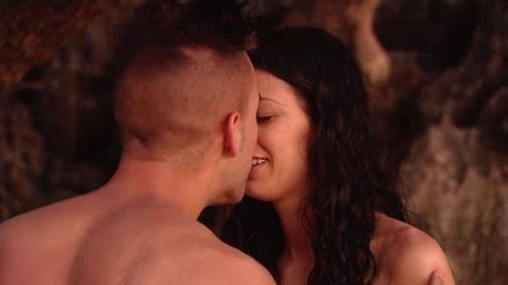 David se inventa que tiene un león antes de 'robarle' un beso a Raquel