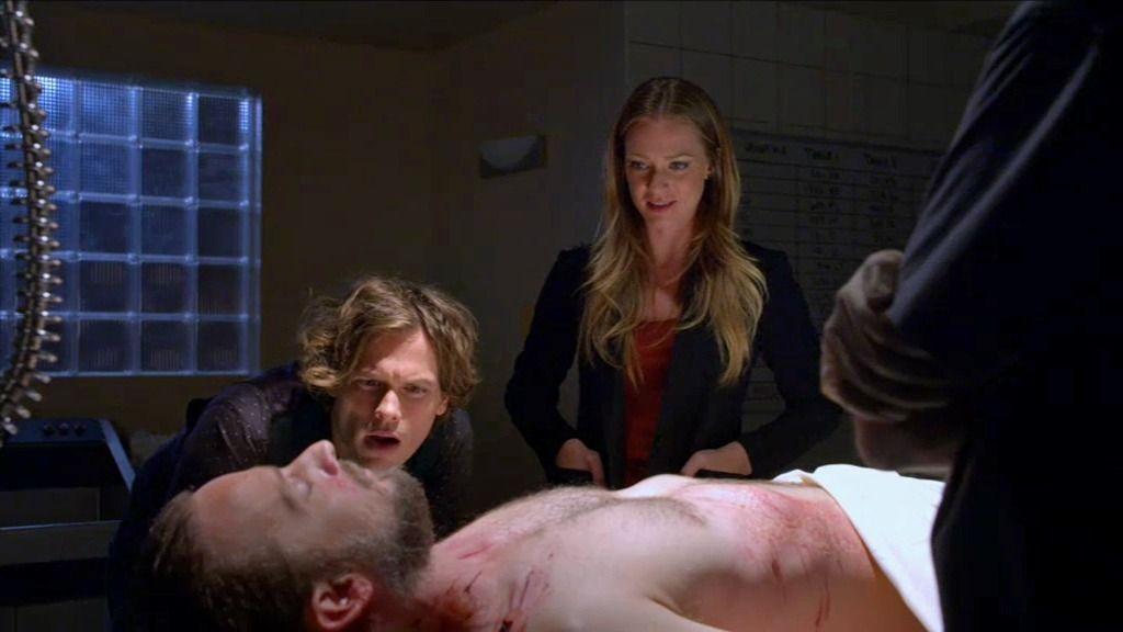 Reid descubre unas marcas extrañas en el cuerpo de la primera víctima