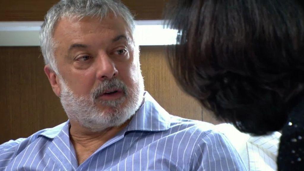 Óscar Bornay le pide el divorcio a su mujer