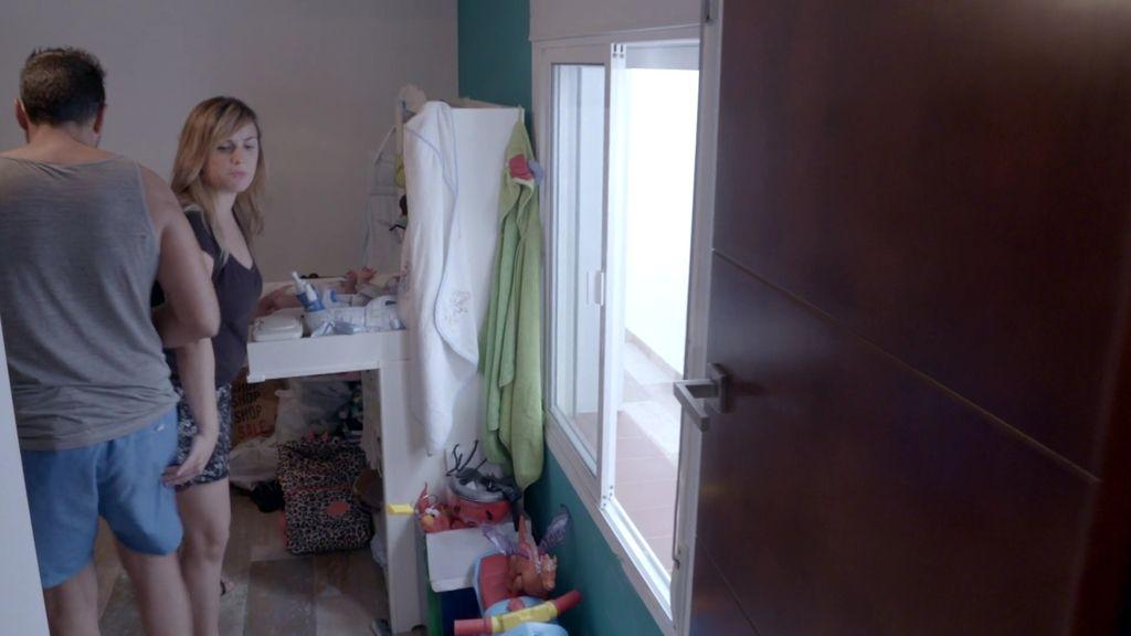 La incapacidad para compaginar trabajo y familia, principal problema de Laura y Andrés