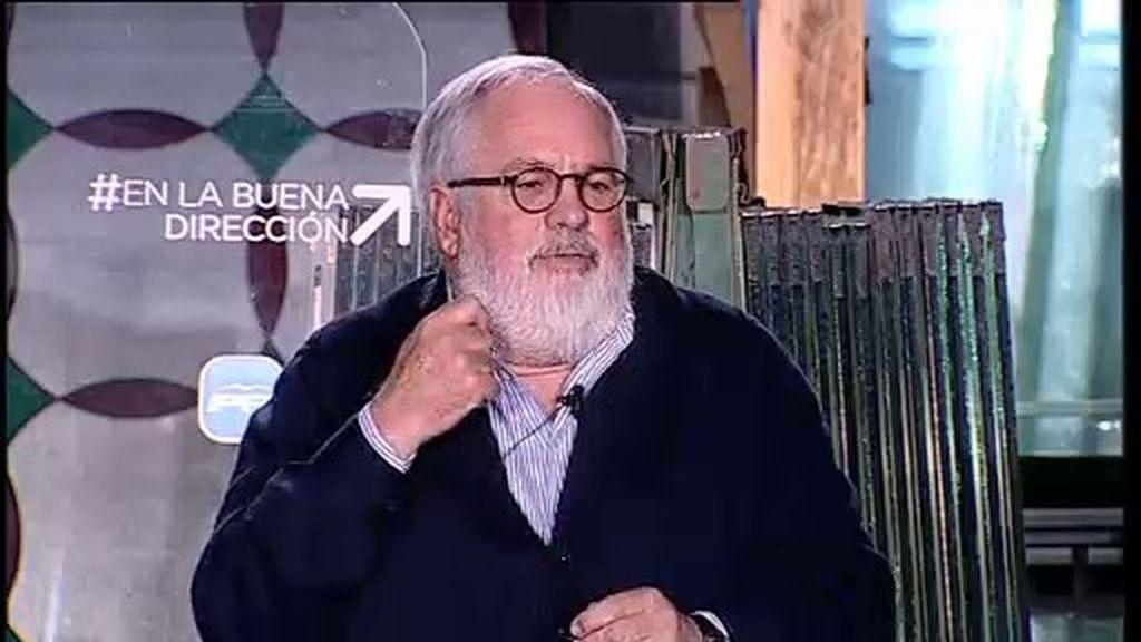 El PSOE acusa a Cañete de compatibilizar el ministerio con la campaña electoral