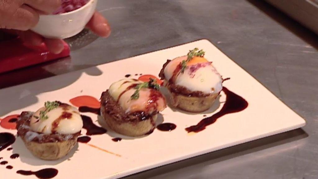 La receta del Cañadío: Patata rellena de carne de rabo de buey y huevo