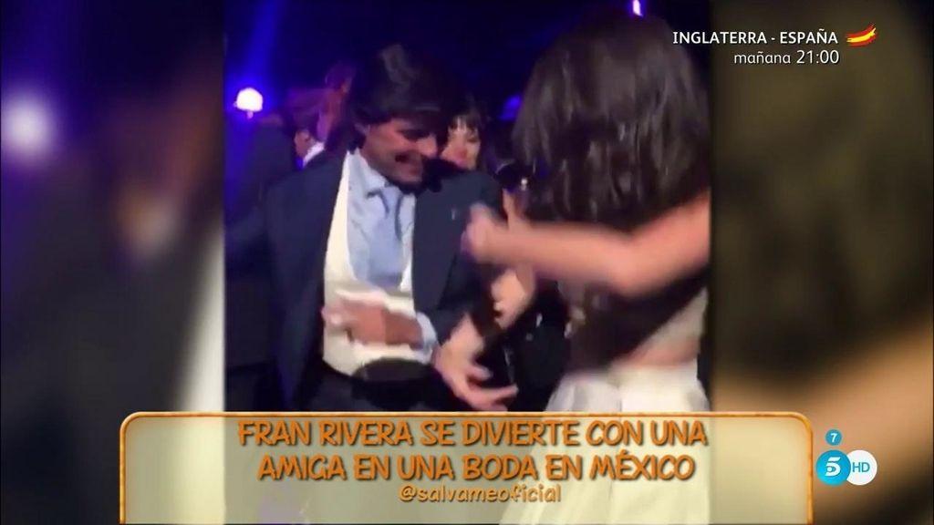 Fran Rivera, muy acaramelado bailando con una mujer en una boda en México