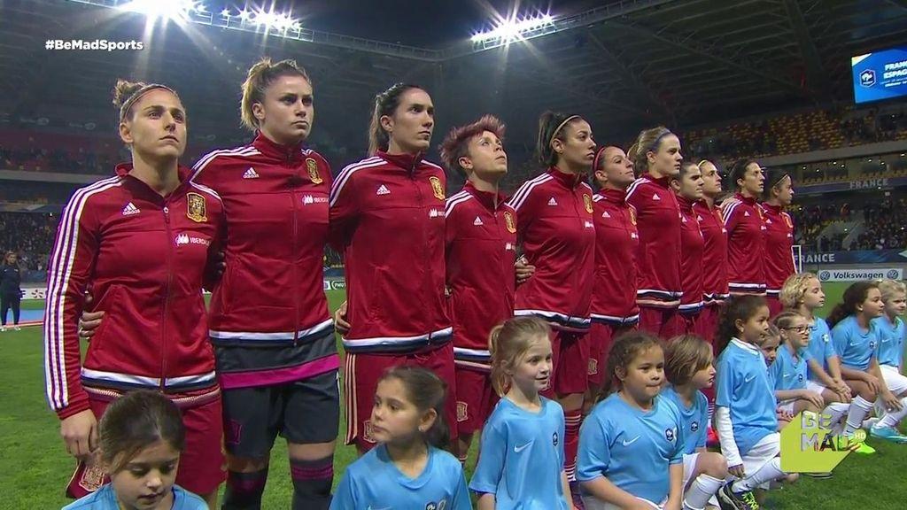 ¡El himno más sentido! La Roja se concentra antes del partido