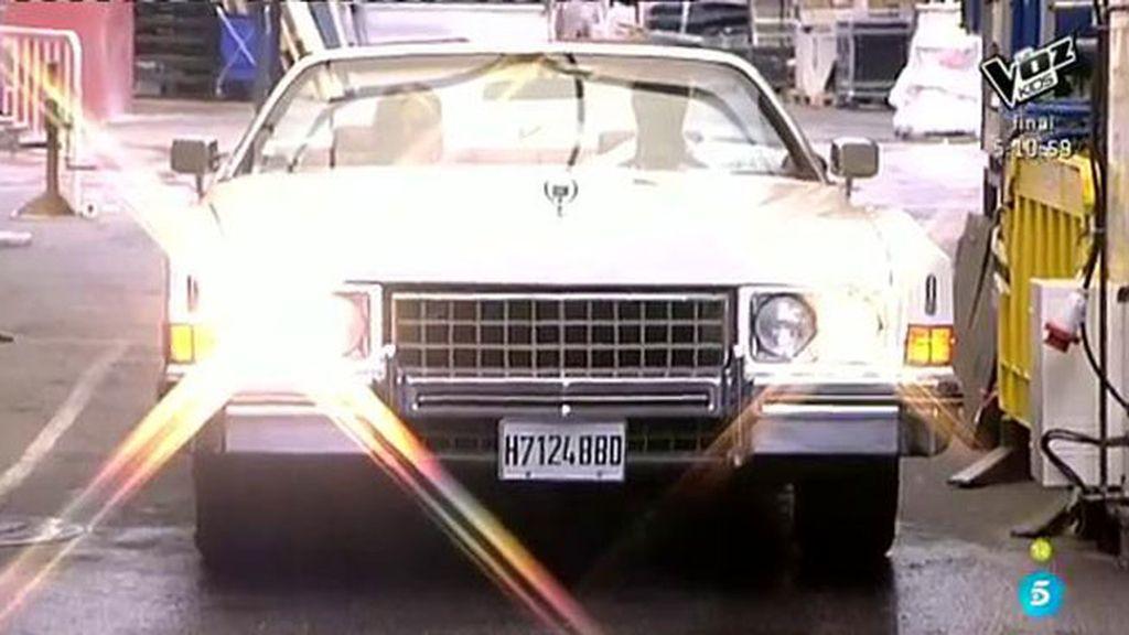 Lydia Lozano llega a plató en un flamante coche cubano