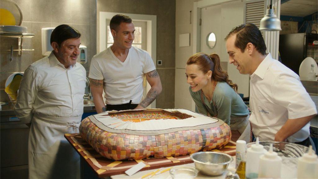 Laura, Pepe y 'Los Fritangas' preparan una tarta para Vicente del Bosque