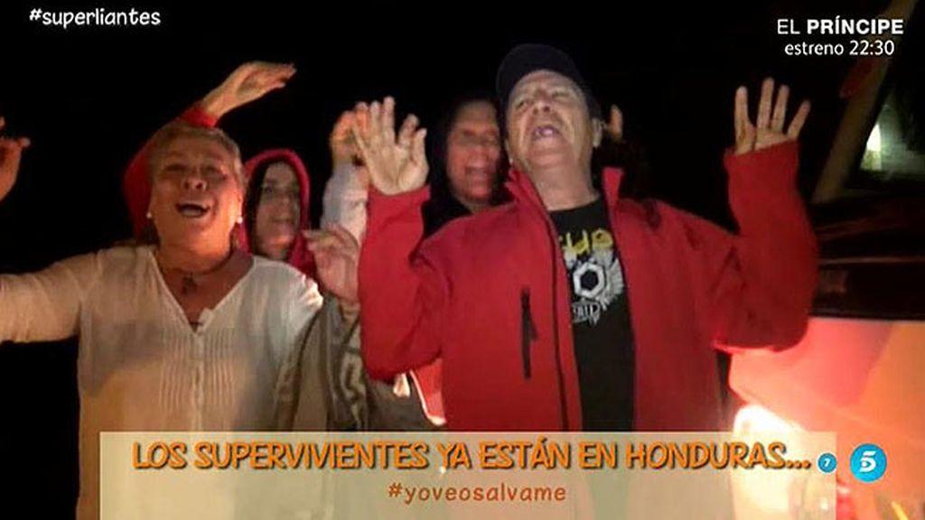 Los supervivientes llegan a Honduras cantando, bailando y dando palmas