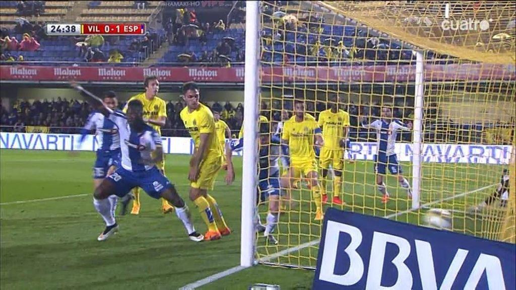 Caicedo mete el primero del Espanyol tras una carambola que despista a Asenjo