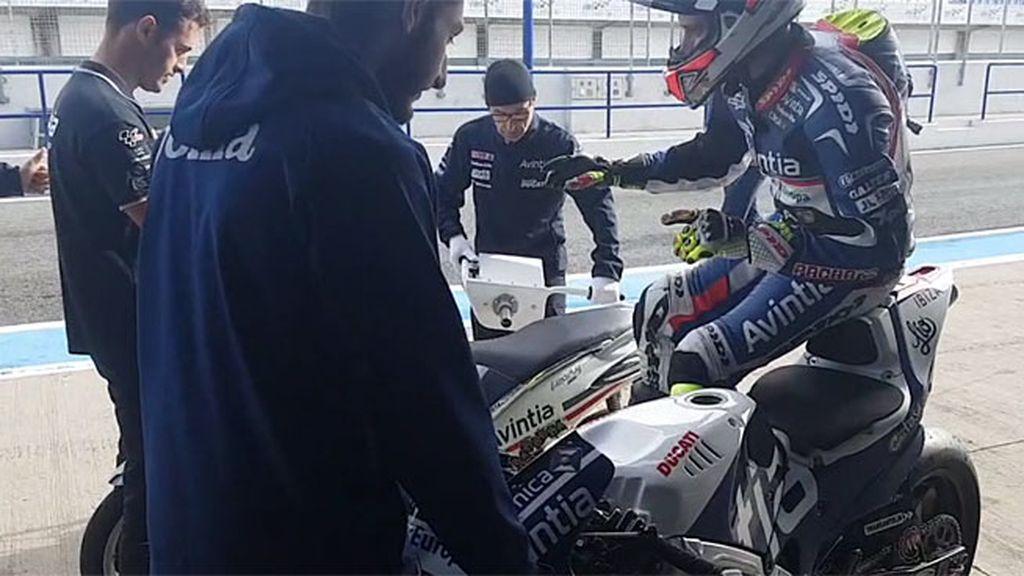 El equipo Avintia Racing se une a la moda del 'Mannequin Challenge' y se congelan