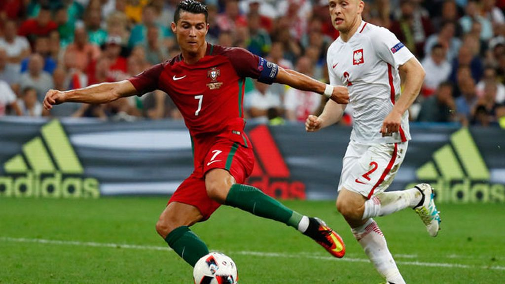 Cristiano tuvo el gol de la victoria para Portugal pero le pegó al aire